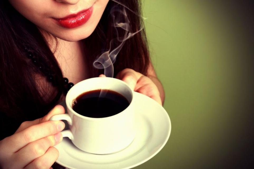 6 cách giữ hàm răng trắng sáng khi uống cà phê