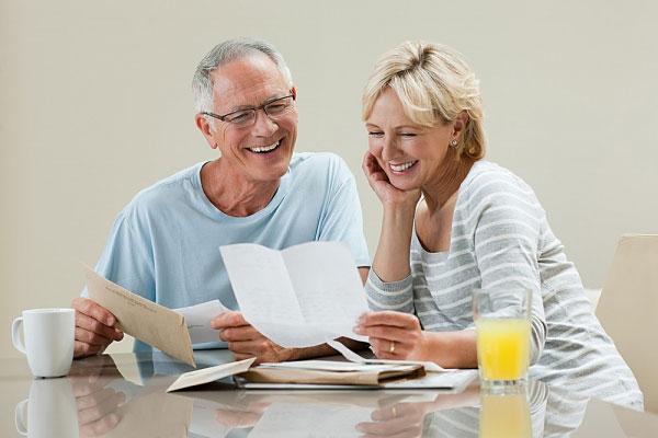 Chuyên gia tư vấn: 50 tuổi có nên bọc răng sứ hay không?