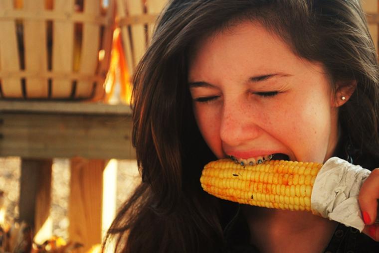 4 nguyên nhân chính dẫn đến ê buốt khi đeo niềng răng